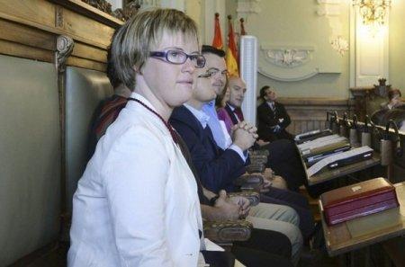 Angela Bachiller durante su primer pleno en Valladolid. Fuente: Heraldo.es