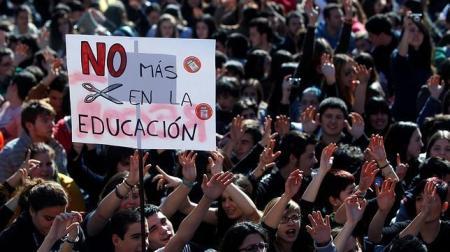 Manifestación estudiantil contra los recortes. Fuente: abc.es