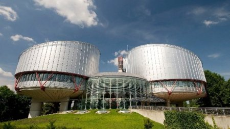 Vista del edificio que alberga el Tribunal de Derechos Humanos en Estrasburgo