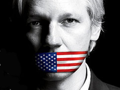 Julian Assange en el montaje de la portada de TIME