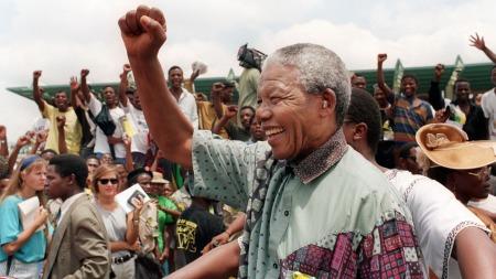 Nelson Mandela durante un mitin