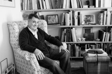 Gervasio Sánchez nos recibe en su casa. Foto: Ángel Marzal