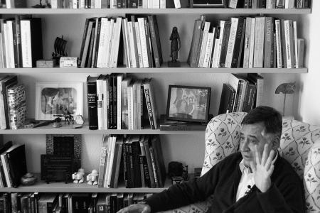 Gervasio Sánchez nos recibe en su casa. Fotos: Ángel Marzal