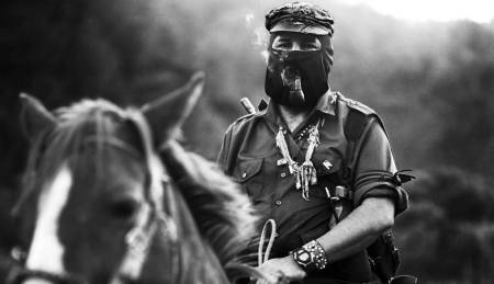 Subcomandante Marcos a caballo. Foto: Raúl Ortega