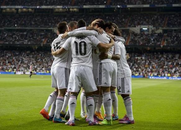 El Real Madrid celebra el tanto