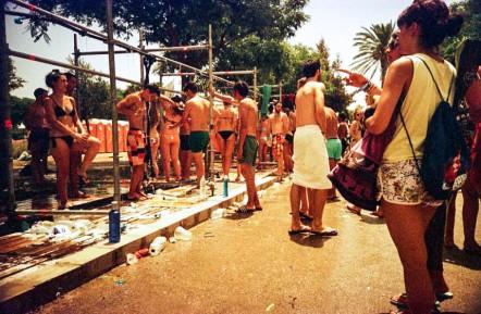 Duchas para los festivaleros
